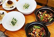 Ăn trưa ngon lạ miệng với món cháo ếch Singapore