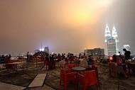 Uống cafe trên đỉnh của Kuala Lumpur Thủ đô của Malaysia