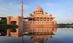 Du lịch Malaysia khám phá những công trình tôn giáo đặc sắc