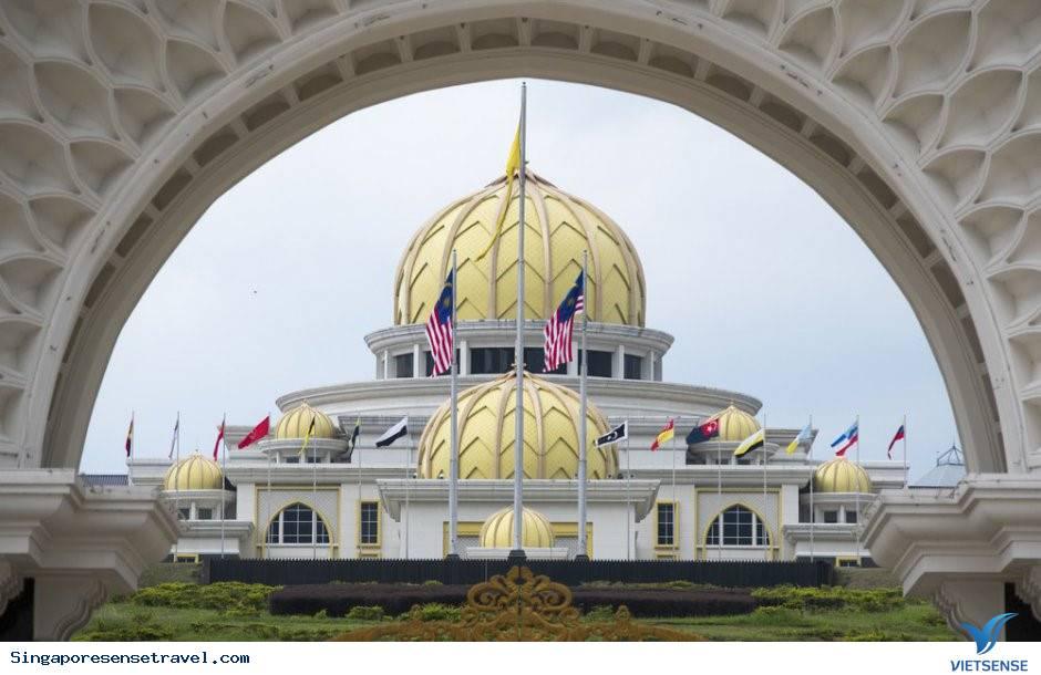 Ghé thăm cung điện hoàng gia của tân vương trẻ nhất Malaysia