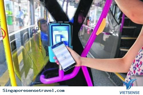 Người dân Singapore trả tiền đi bus bằng cách nào?
